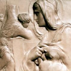 Un détail de la Madonna alla Scala, première oeuvre conservée de Michel-Ange