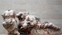 Le groupe des trois déesses du Parthénon d'Athènes